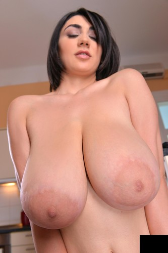 Luna Amor   Cleavage In The Kitchen 2014 1080P,  80 pics   4000 px