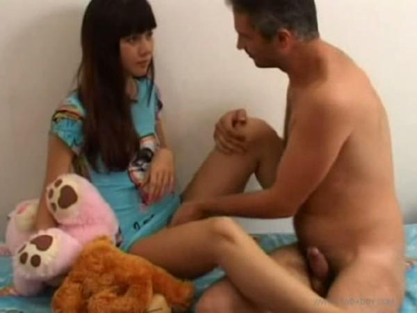 смотреть порно дочь увидела размер отца и не удержалась